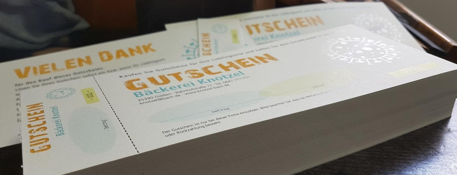 100 Gutscheinkarten verleimt, perforiert